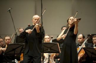 "Томас Цетмайр, Рут Киллиус, оркестр ""Musica Viva"". Фото - Григорий Мумриков."