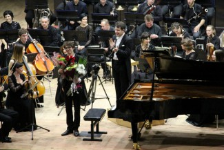 Люка Дебарг и Костромской оркестр. Фото: Анна Скудаева