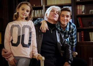 Дмитрий Хворостовский с детьми Ниной и Максимом. Фото - Сергей Савостьянов/ТАСС