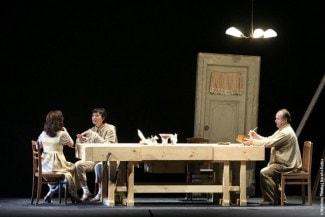 Сцена из оперы М. Глинки «Жизнь за царя». Постановка Дмитрия Чернякова (2004 г.)