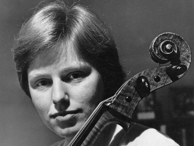 Перейдем к виолончелистам. Эту легенду зовут...