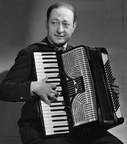 Как фамилия этого аккордеониста? А аккордеонист ли это?