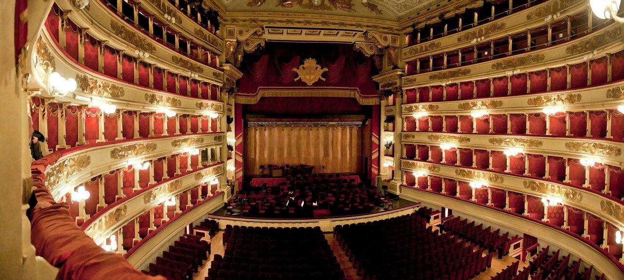 В каком театре Мария Каллас постоянно выступала в течение семи лет, добившись славы и успеха?