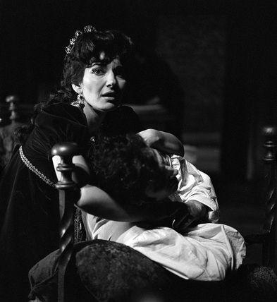 В 1964 году Каллас триумфально выступила в лондонском театре Ковент-гарден. Франко Дзеффирелли поставил на неё оперу, которая называлась _____________