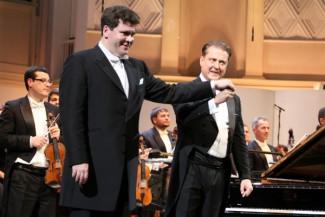 Денис Мацуев и Александр Сладковский на сцене зала имени Чайковского. Фото Дарьи Климовой
