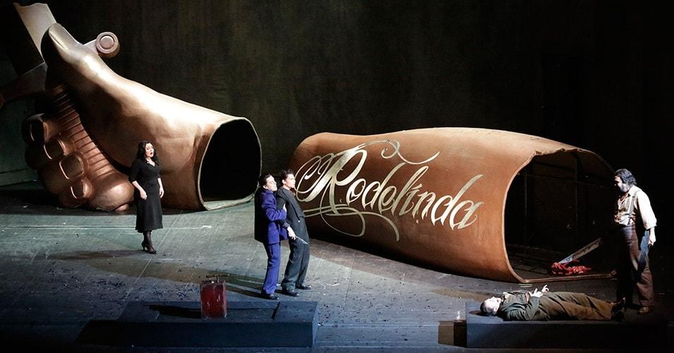 """Сцена из опера """"Роделинда"""". Фото: Дамир Юсупов/Большой театр"""