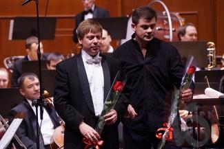 Николай Саратовский, Дмитрий Филатов и оркестр Белгородской филармонии. Фото: Сергей Егоров