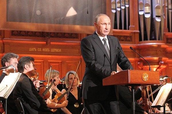 Путин подписал закон оботмене рабочих визиностранным членам жюри Конкурса имени Чайковского
