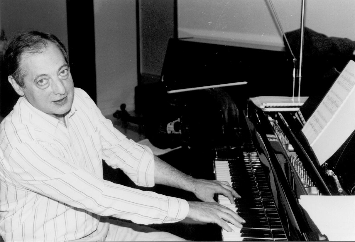 Дмитрий Миллер за роялем