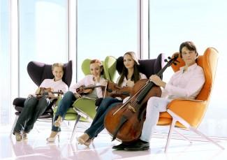 RUSQUARTET в составе: Ксения Гамарис (1-я скрипка), Анна Янчишина (2-я скрипка), Ксения Жулева (альт), Петр Каретников (виолончель)