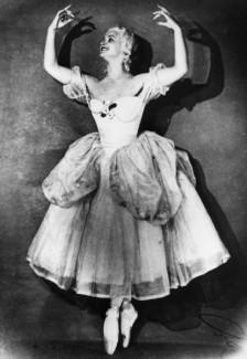 Марина Семенова в балете «Пламя Парижа». Фото - РИА Новости