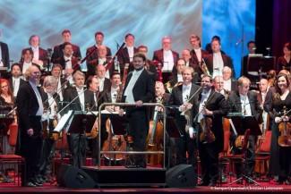 Антон Лубченко и оркестр Дрезденской Штаатскапеллы. Фото - Christian Lietzmann