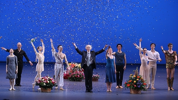 На поклоны вышли вместе — Акимов и гости. Фото - Елена Фетисова
