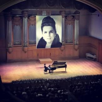 Люка Дебарг дал сольный концерт на фестивале Ростроповича в Москве. Фото - https://vk.com/debarg