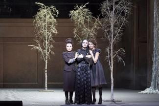 """В Венской опере состоялась премьера оперы """"Три сестры"""""""