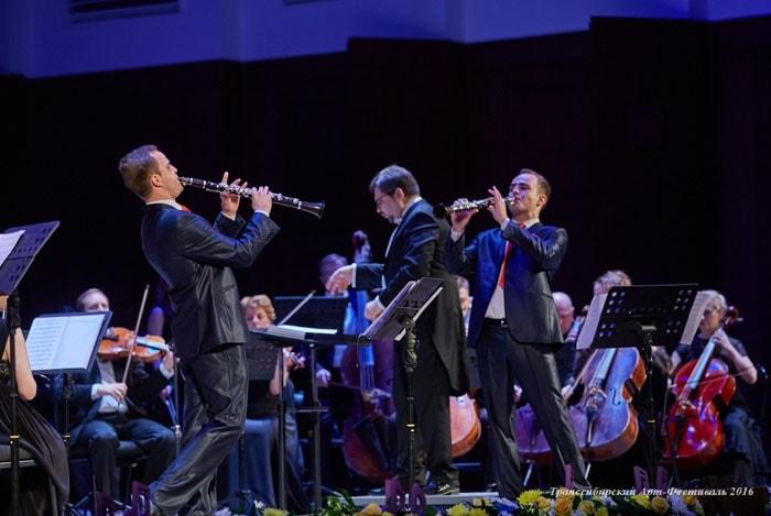 Джаз и клезмер прозвучали на Транссибирском арт-фестивале в исполнении единственного в мире дуэта близнецов-кларнетистов