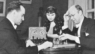Сергей Прокофьев играет в шахматы с Давидом Ойстахом. 1943 год