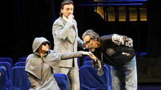 Создатели спектакля «Дон Паскуале» уверены, что старикам в любви не место. Фото - Дамир Юсупов