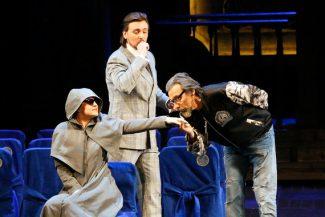 При первом знакомстве с Доном Паскуале Норина скрывает нрав под монашеским одеянием. Фото - Д. Юсупов / Большой театр