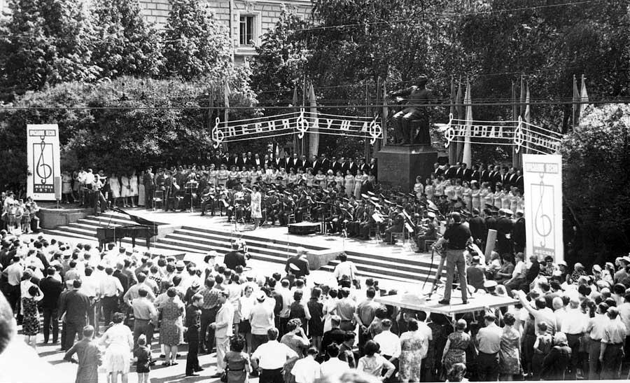 Праздник песни в 1971 году. Фото - pastvu.com