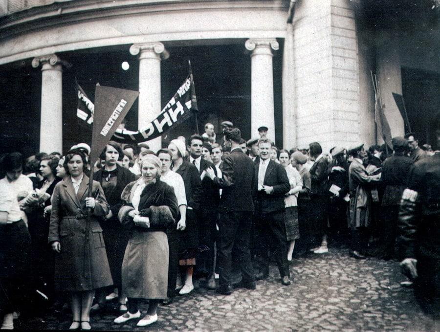 Студенты консерватории отмечают первомай, 1939 год. Фото - pastvu.com