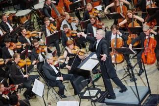 Оркестр Новосибирской филармонии п/у Г. Ринкявичюса. Фото: Виктор Дмитриев
