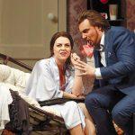 Смех сквозь слезы. Тимофей Кулябин дебютировал в Большом театре с постановкой итальянской оперы