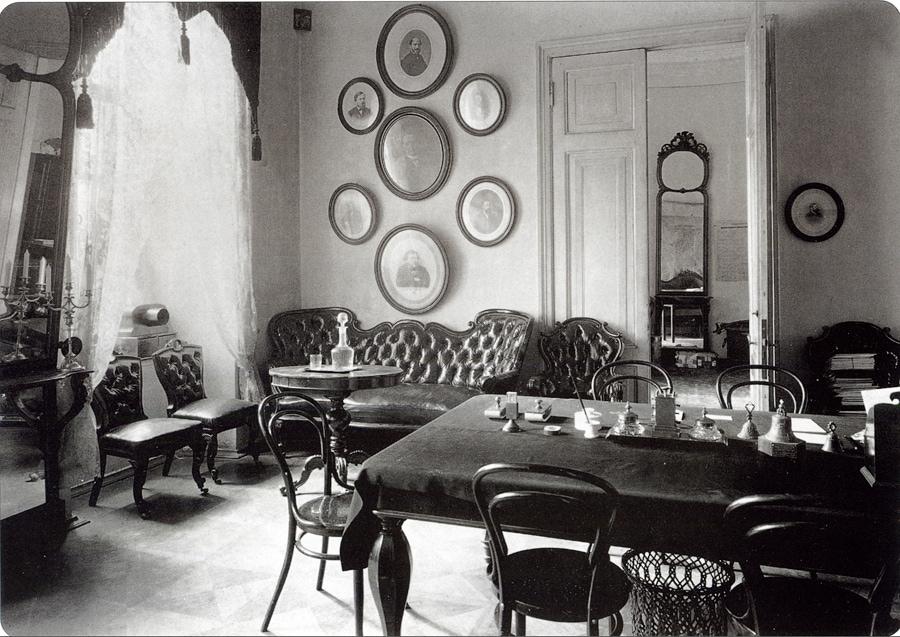 Кабинет директора Сафонова, 1890-е годы. Фото - pastvu.com
