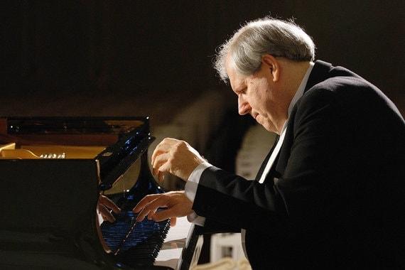 Григорий Соколов выбрал траурный тон концерта. Фото из личного архива Гюляры Садых-заде