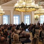 Симфонический оркестр под руководством Сергея Стадлера исполнил в Павловском парке произведения Моцарта