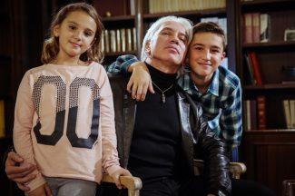 Дмитрий Хворостовский с дочерью Ниной и сыном Максимом. Фото - Сергей Савостьянов