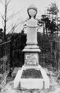 Могила Столярского в Екатеринбурге. Памятник поставлен Д. Ойстрахом и другими учениками