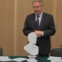 Министр культуры России подарил Валерию Гергиеву его гипсовую копию