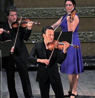 На торжественном открытии выступил бельгийский камерный оркестр под управлением Майкла Гуттмана и немецкий скрипач Линус Ротс