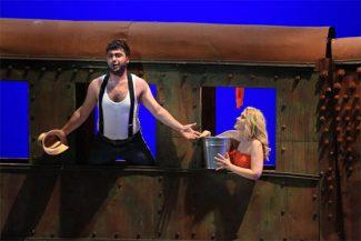 Липарит Аветисян (Принц) и Дарья Терехова (Нинетта) в спектакле «Любовь к трем апельсинам». Фото - Олег Черноус