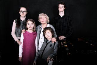 Тамара Леонидовна Колосс со своими учениками. 2014 год