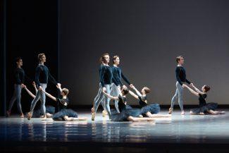Сцена из балета «Скрипичный концерт № 2». Фото - Мариинский театр