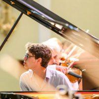 Люка Дебарг и Симфонический оркестр Мариинского театра сыграют Рахманинова