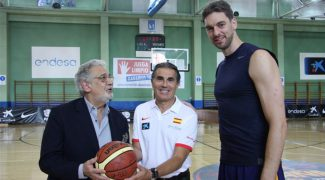 Пласидо Доминго встретился с баскетболистами олимпийской сборной Испании