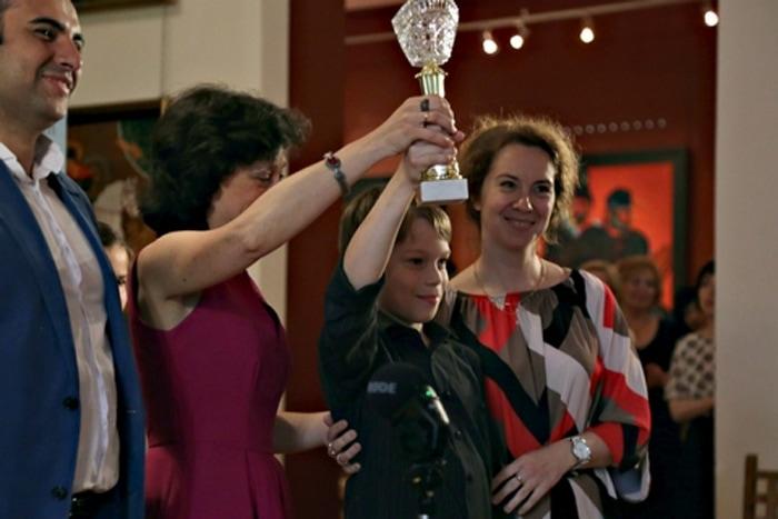 Главным открытием конкурса стал 10-летний виолончелист Богдан Ефремов. Фото - Ирина Шымчак