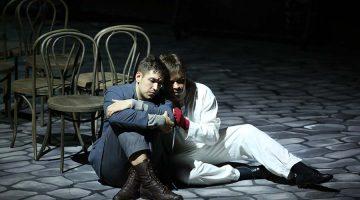Руки Рогожина с самого началаспектакля были в крови. Фото - mariinsky.ru