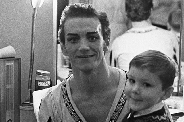 Марис Лиепа с сыном. Фото - А. Макаров / РИА Новости