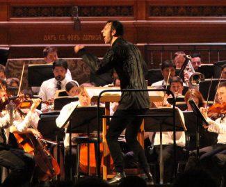 Теодор Курентзис дирижирует 6-й симфонией Малера в БЗК