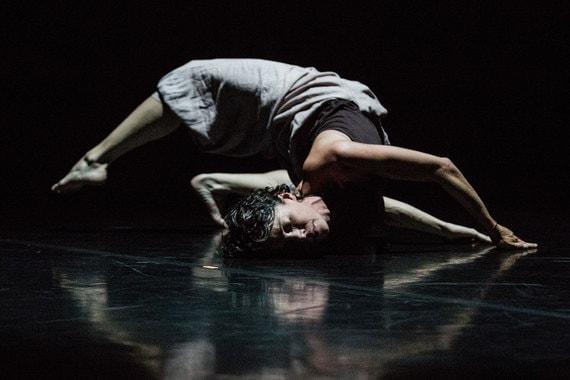 Бывшая артистка Нидерландского театра танца Селия Амад показала собственную работу «Путь паломника». Фото - Стас Левшин