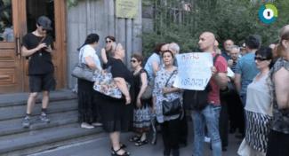 Митинг у Оперного театра им. Палиашвили