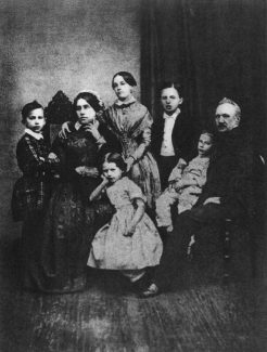 Семья Чайковских, 1848 год. Крайний слева — Пётр Ильич