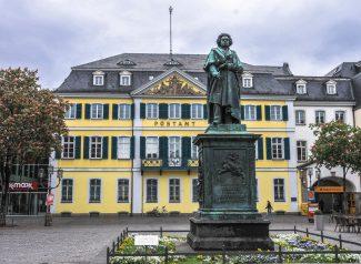 Памятник Бетховену на Мюнстер Плац в Бонне. Скульптор Эрнст Хенель