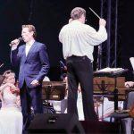 Солист Крымской филармонии Олег Ромашин поёт в сопровождении Крымского симфонического оркестра