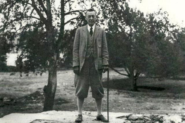Сергей Рахманинов в своем швейцарском имении Сенар