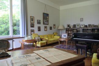 Так выглядит сегодня рабочий кабинет Сергея Васильевича Рахманинова. Рояль на месте. Стул тоже. Ничего не продано
